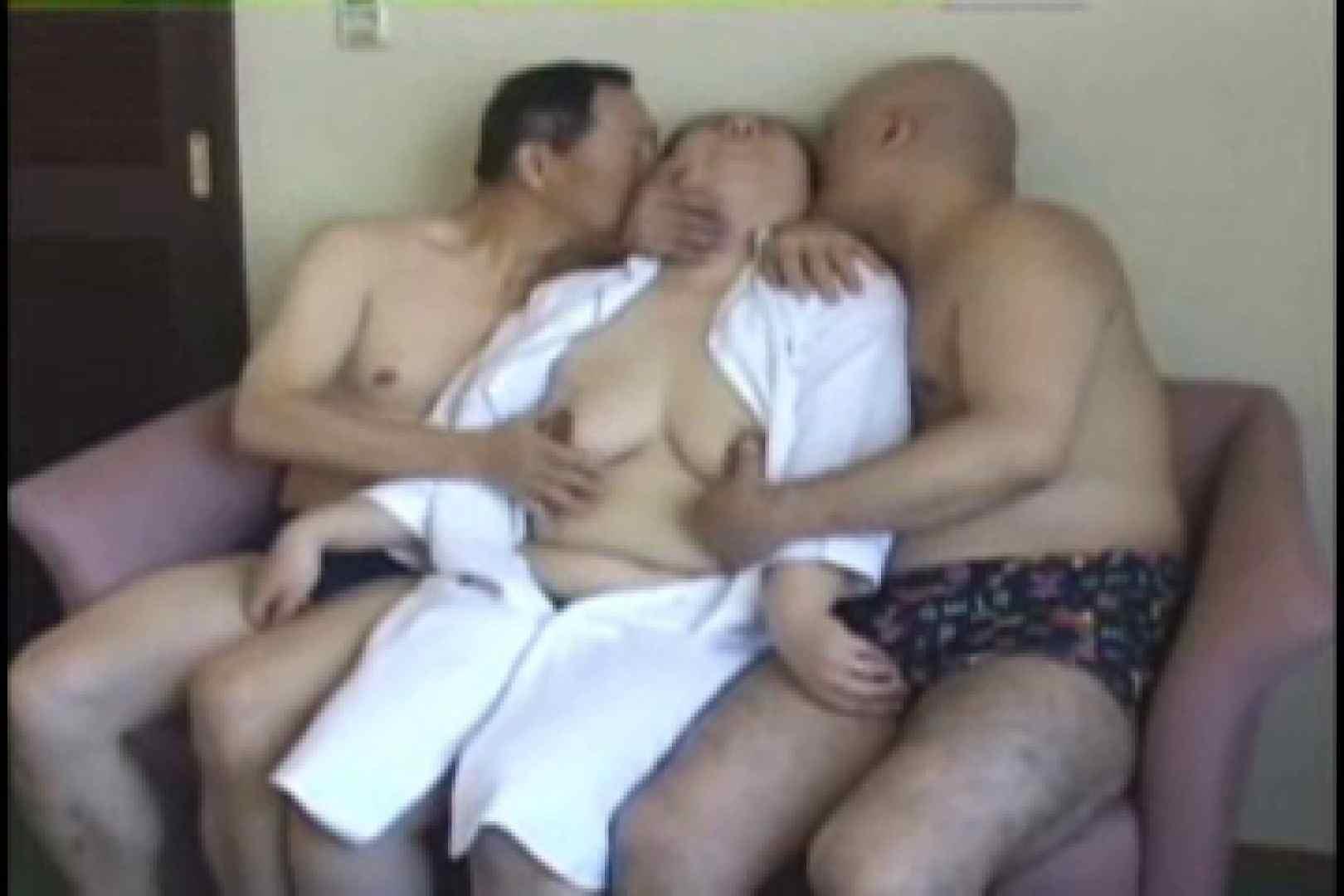 熟男女の3P 生挿入  67pic